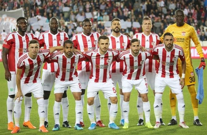 Sivasspor lideri devirmeyi hedefliyor