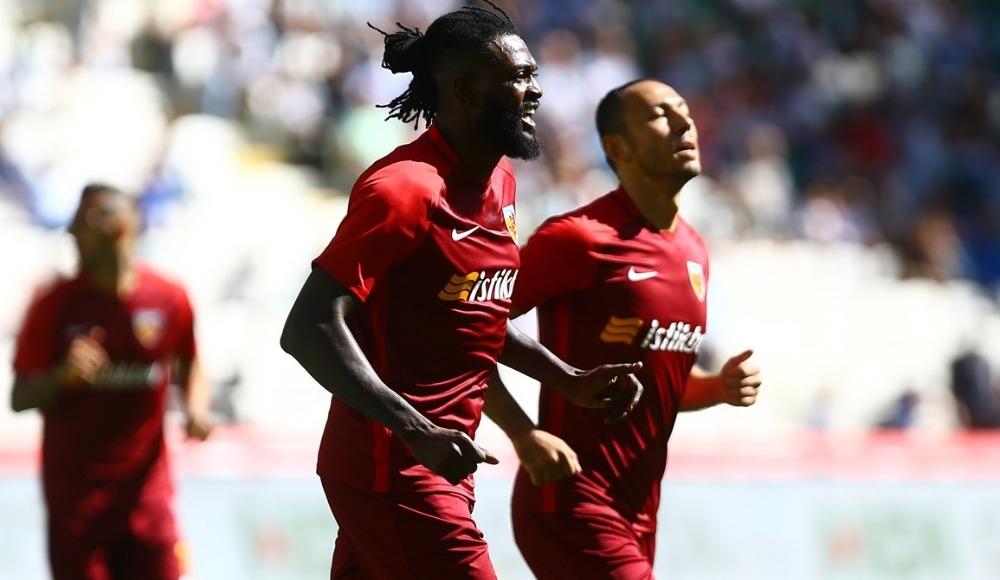 İstanbul kulüpleri Adebayor'u transfer etmek istiyor mu?