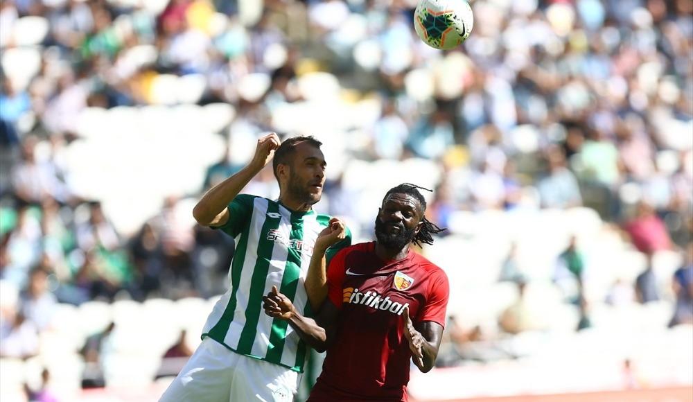 """Emmanuel Adebayor: """"Başımız dik bir şekilde devam edeceğiz"""""""