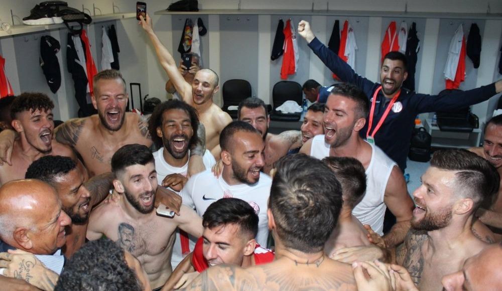 Ali Şafak Öztürk ve yöneticilerden takıma tebrik