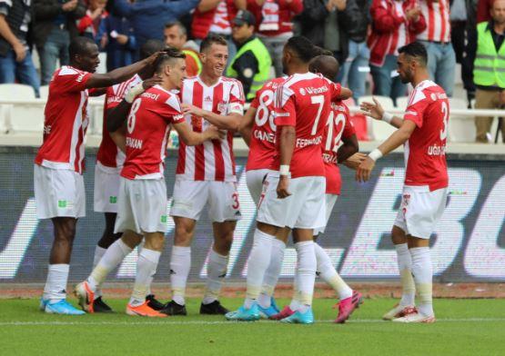 Sivasspor ikinci yarıya golle başladı