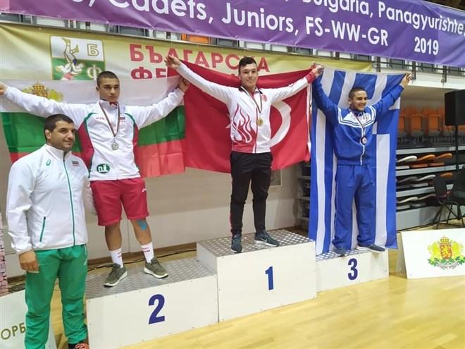 Güreşçilerden 1 altın, 1 gümüş madalya