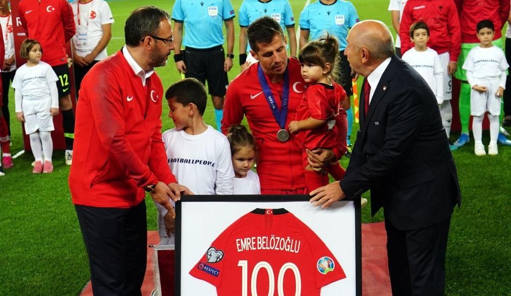 Emre Belözoğlu'na 100. maç hediyeleri