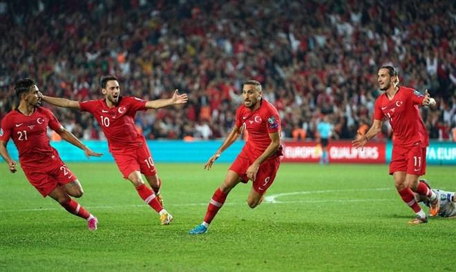 Kadıköy'de bin 796 gün sonra milli heyecan