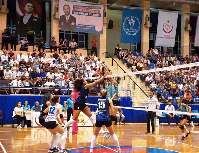 Aydın Büyükşehir Belediyespor, sahasında Beylikdüzü Voleybol takımını yendi