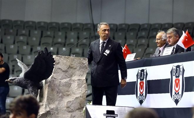 """""""Futbol A.Ş.'nin genel kurulunda oy birliğiyle ibra edilmeme kararı çıktı"""""""