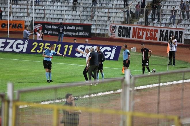 Engin İpekoğlu, ilk maçında kırmızı kart gördü