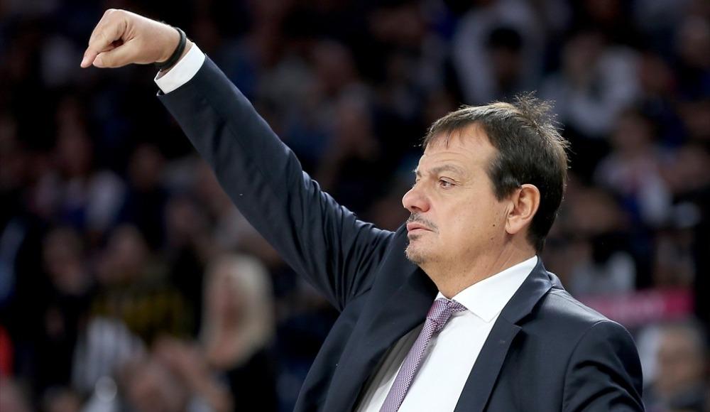 """Ergin Ataman: """"Mükemmel bir basketbolla çok önemli bir galibiyet aldık"""""""