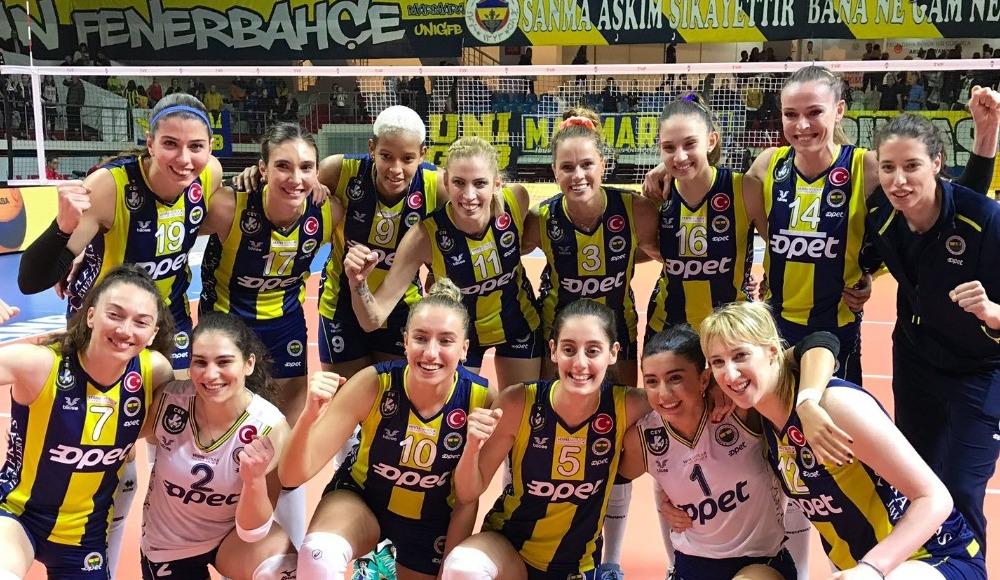 Fenerbahçe Opet, Vakıfbank'a set vermedi