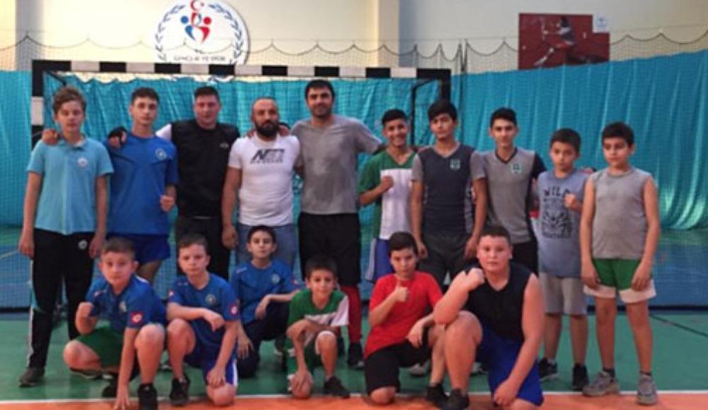 Yevhen Seleznov boksta hünerlerini sergiledi