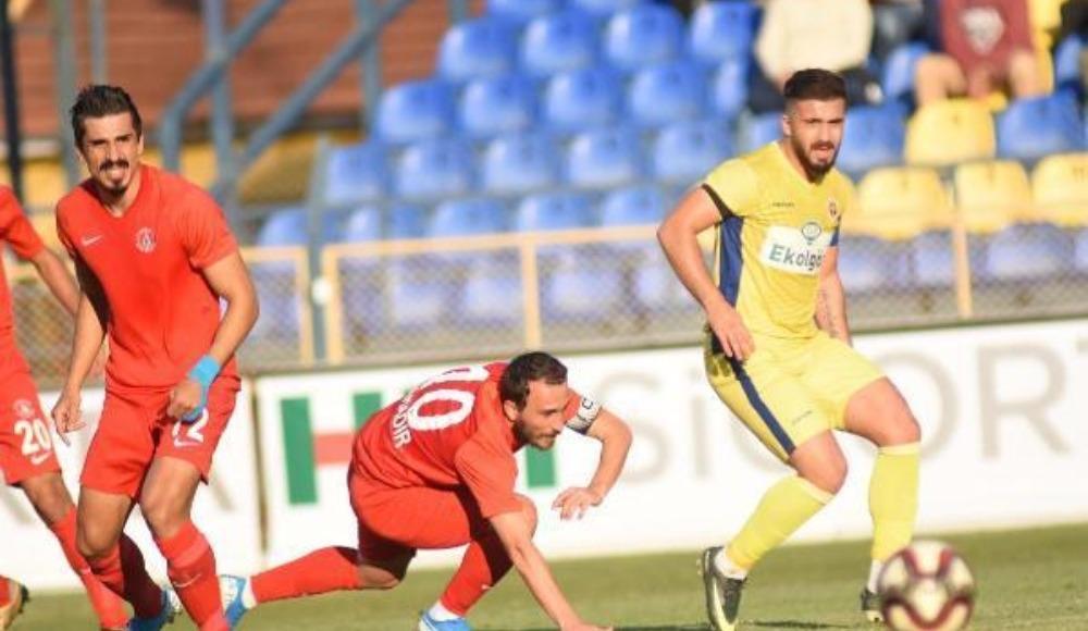 Menemenspor evinde Ümraniye'yi tek golle geçti