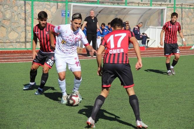 B. Elazığspor, sahasında Uşakspor ile 0-0 berabere kaldı