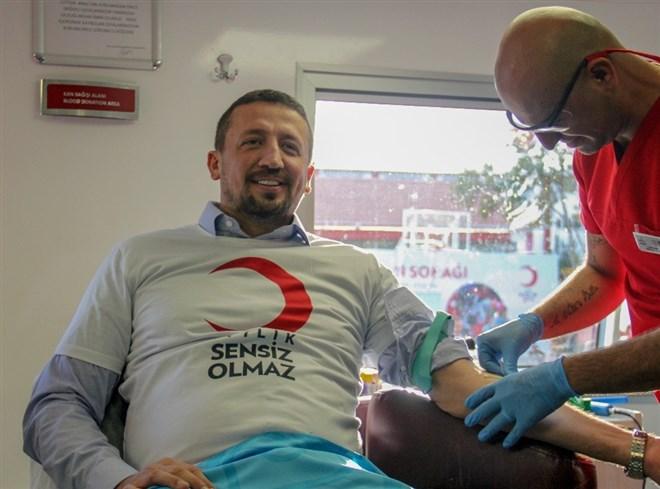 Türk basketbolunun önemli isimleri kan bağışı için sahada