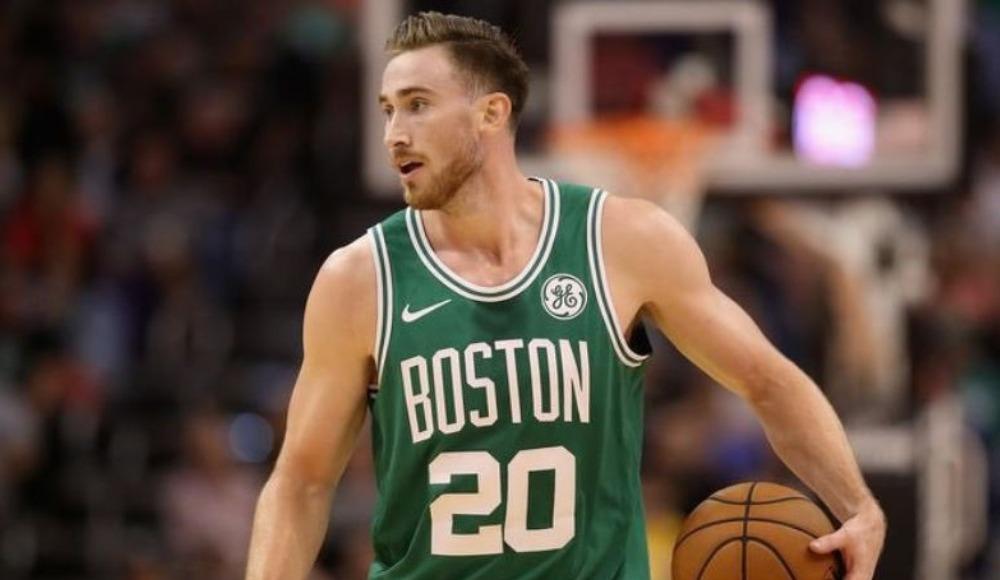 NBA yıldızının eli kırıldı!