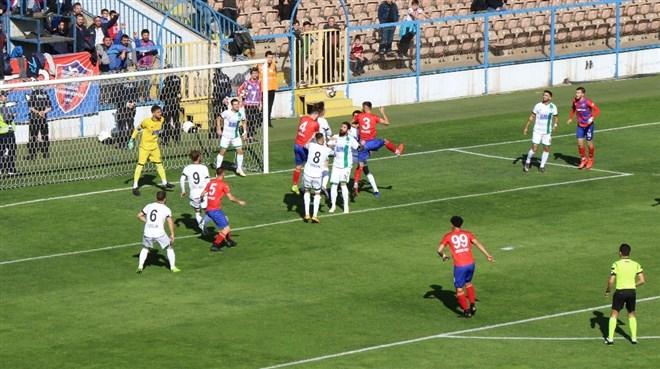 Karabükspor, sahasında Sakaryaspor'a 5-0 mağlup oldu