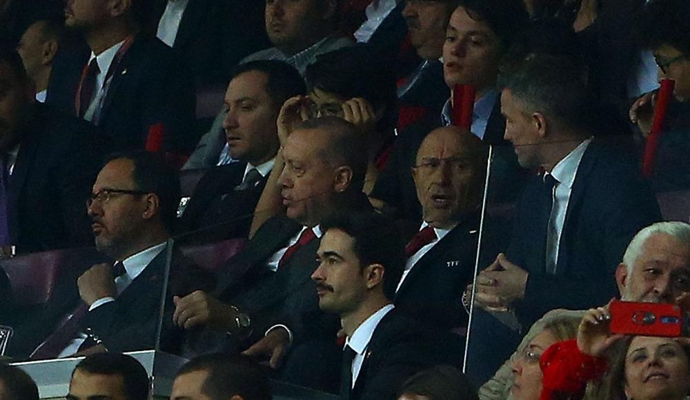 """Nihat Özdemir: """" Bu takım, Şenol hocamızın yönetiminde finallerde..."""""""