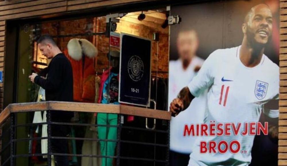 Kosovalılar, Raheem Sterling'i bağrına bastı