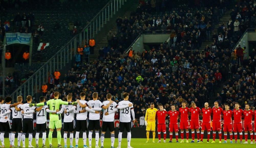 Almanya-Belarus maçında Robert Enke için saygı duruşu!