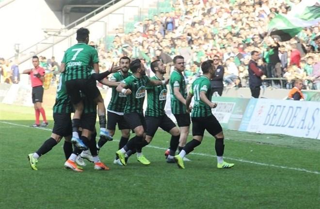 Kocaelispor evinde Esenler Erokspor'u 2-0 mağlup etti