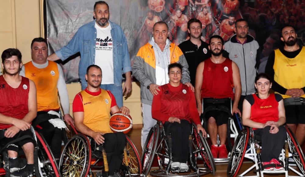 Fatih Terim'den Galatasaray Tekerlekli Sandalye Basketbol Takımı'na ziyaret