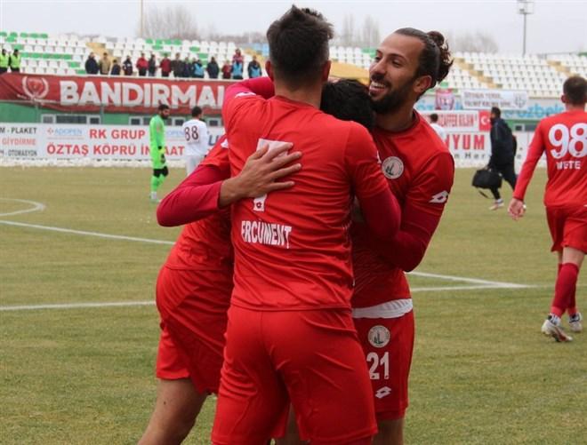 Sivas Belediyespor, Bandırmaspor'u 3-0'la geçti