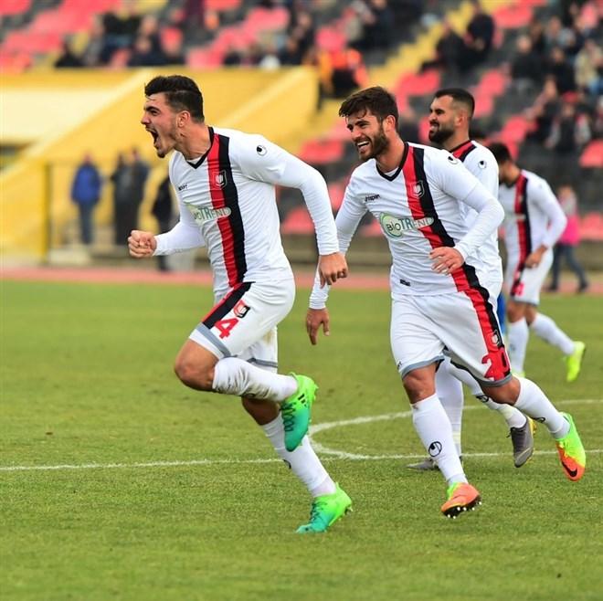 Uşakspor, Karabükpor'u 3-0 mağlup etti