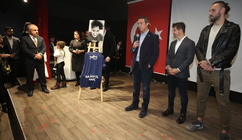 Fenerbahçe'de başkan Ali Koç ve futbolculardan anlamlı ziyaret