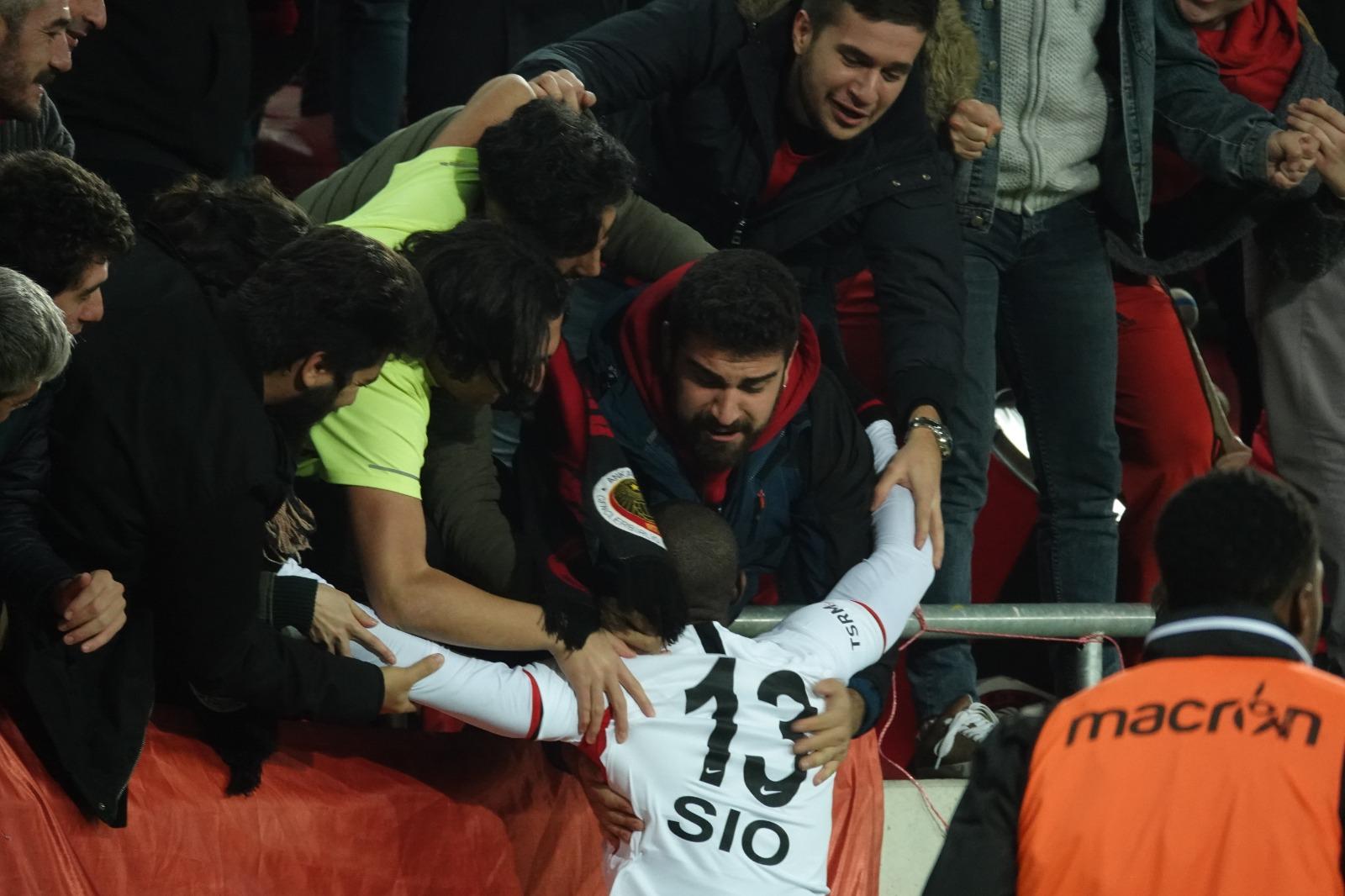 """Sio: """"Gol attığımda taraftarlarla kutluyoruz, bu çok güzel bir duygu"""""""