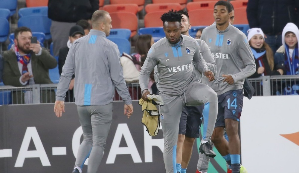 Basel maçında tribünler karıştı