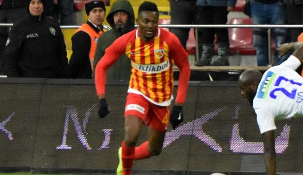 Mensah, Galatasaray'a transfer olacak mı?