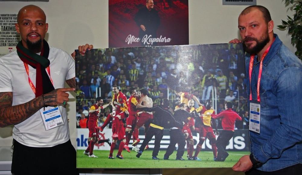 Galatasaray'dan Melo ve Ujfalusi'ye ödül