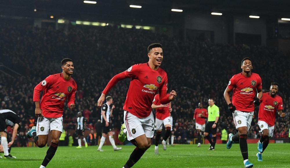 Manchester United farklı kazandı!