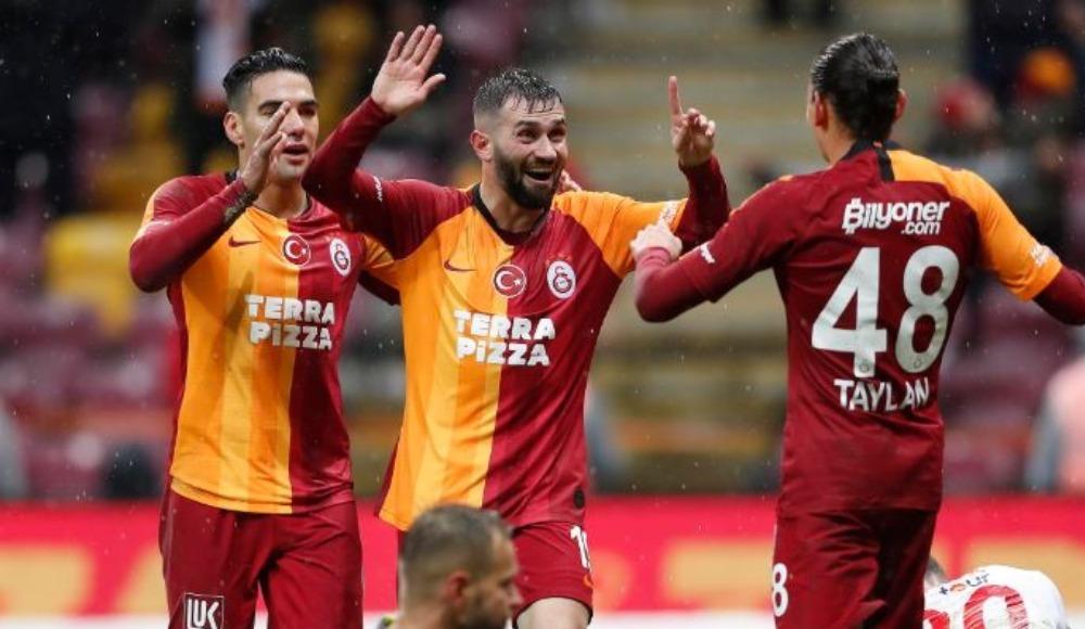 Galatasaray'da iki isim sınırda
