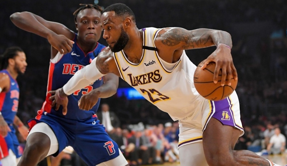 """Lakers, LeBron James'in """"triple-double"""" yaptığı maçta Pistons'ı yendi"""