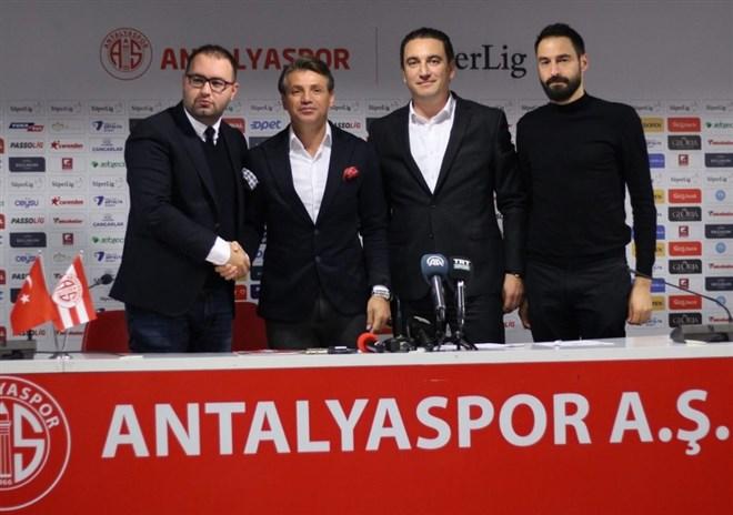 Antalyaspor'da 3 isimle yollar ayrıldı