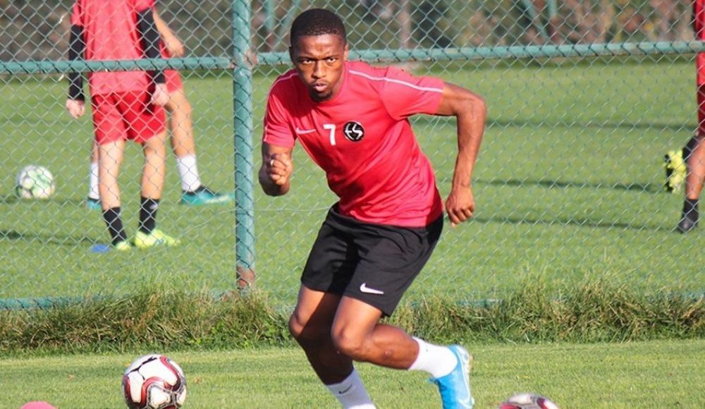 Jesse Sekidika, Eskişehirspor'la olan sözleşmesini feshetti