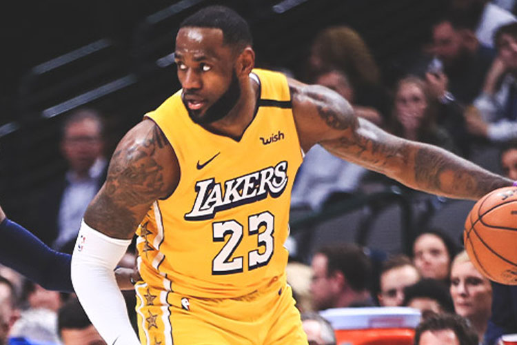 2. LEBRON JAMES (LOS ANGELES LAKERS)