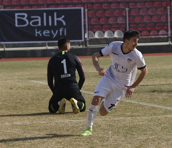 Manisaspor, Serik Belediyespor'u 1-0 mağlup etti