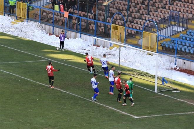 Karabükspor, konuk ettiği Vanspor'a 4-0 mağlup oldu