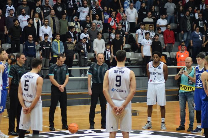 Beşiktaş tribünlerinden ilk Sergen Yalçın tezahüratı...