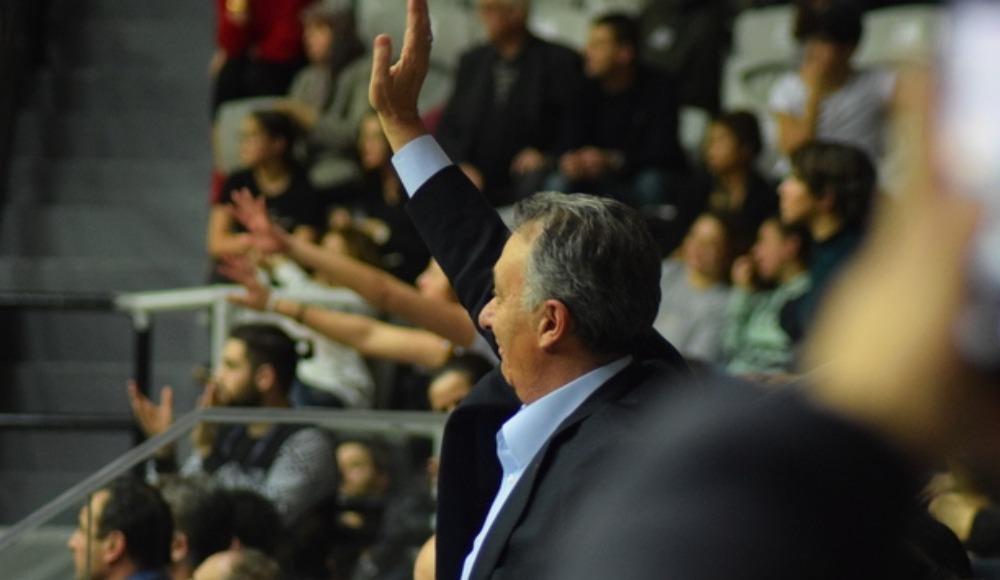 """Taraftardan Ahmet Nur Çebi'ye: """"Fikret Orman'a hesap sorsana"""""""