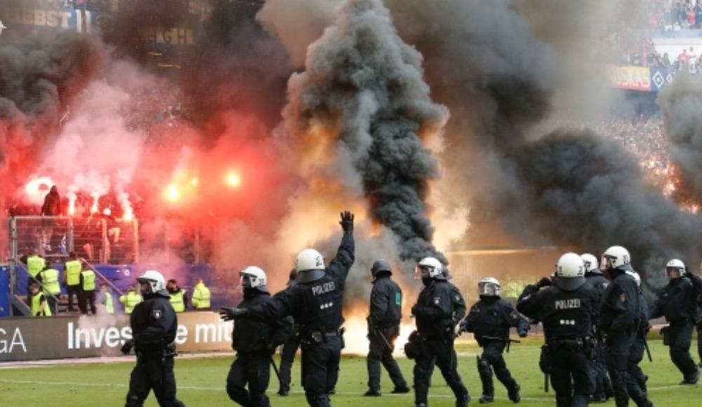 Hamburg - Karlsruhe maçında meşale serbest