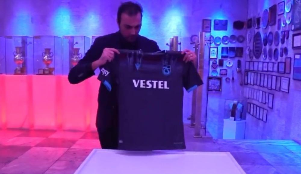 Trabzonspor yıldız futbolcusunun formasını dondurdu