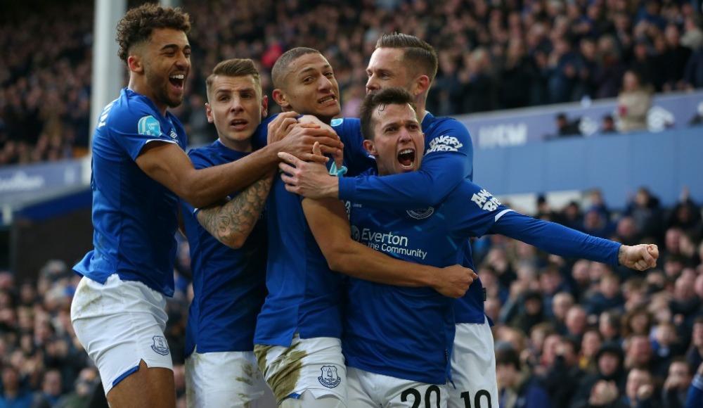 Everton üç puanı üç golle aldı!
