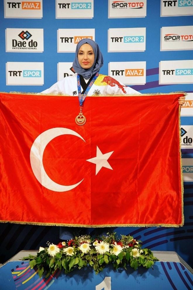 Kübra Dağlı'dan Uluslararası Türkiye Açık Turnuvası'nda altın madalya