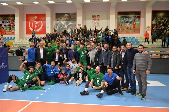 Büyükşehir'in efeleri Galatasaray'a set vermedi