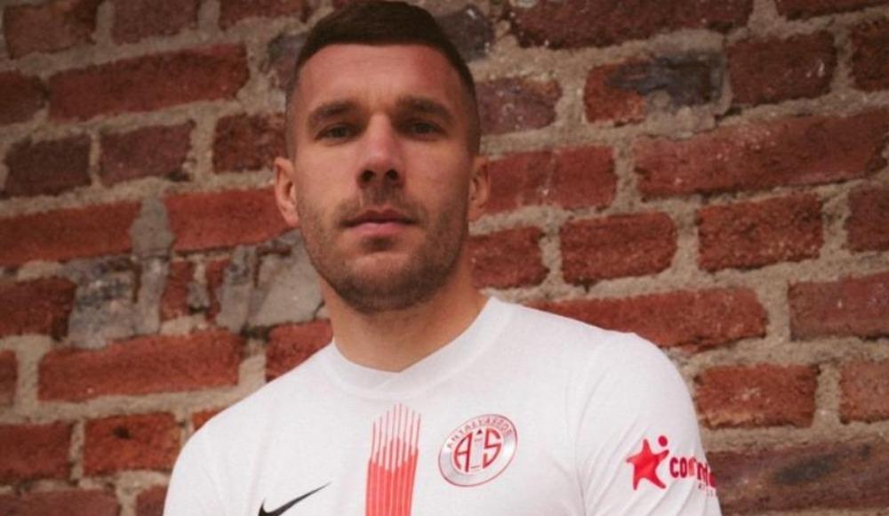 Podolski ilk golünü attı ama VAR'a takıldı!