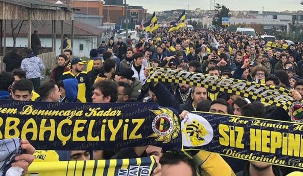 Fenerbahçeli taraftarlardan TFF ve MHK yönetimine istifa çağrısı