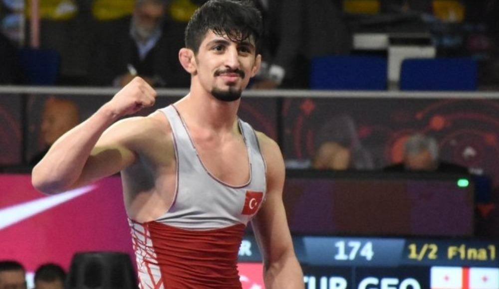 Kerem Kamal'dan Avrupa Güreş Şampiyonası'nda gümüş madalya
