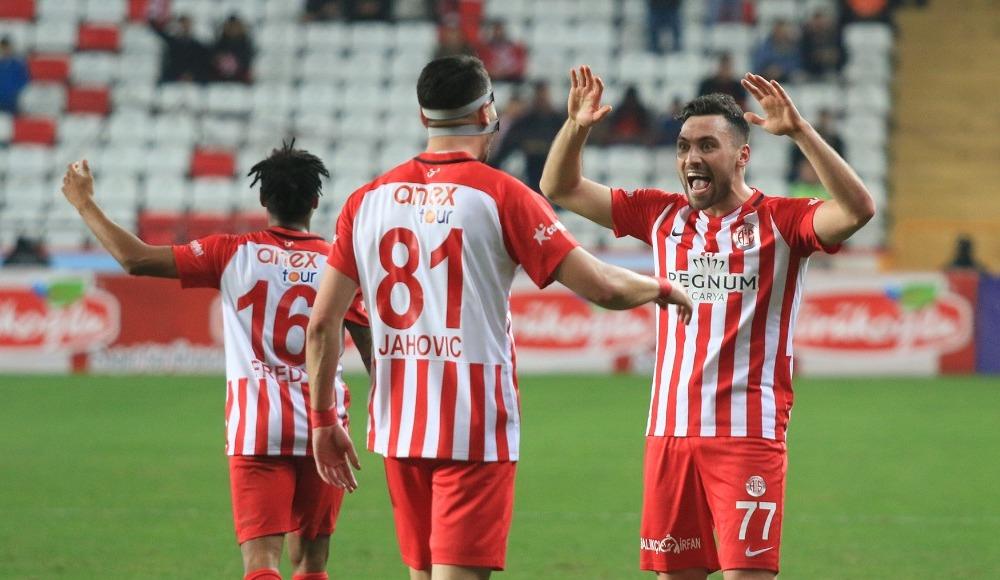 Antalyaspor, Kasımpaşa'yı ateş hattına attı